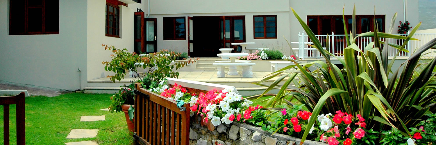 standard rooms, deluxe rooms, Baleens Hotel, Hermanus, baleens restaurant and bar, accommodation, cosy and comfortable, child friendly, guest house, hotels hermanus